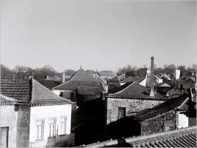 A chaminé do Forno de Cima tirada da Torre do Sino nos anos 60