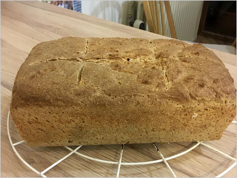 Pusemo-nos a fazer pão à maneira das nossas avós (foto do Autor)