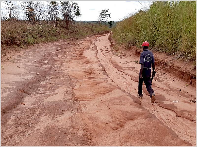 Pelos caminhos de Angola
