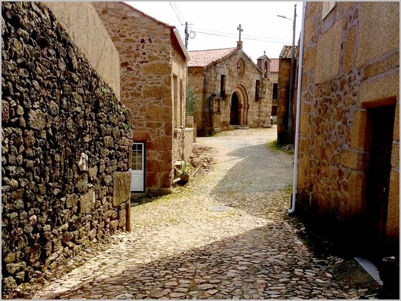 Rua de Castelo da Lua em Alfaiates