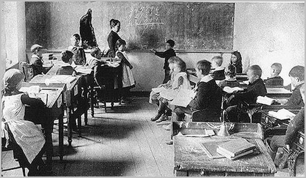 A sala da escola primária do meu tempo devia ser mais ou menos assim...