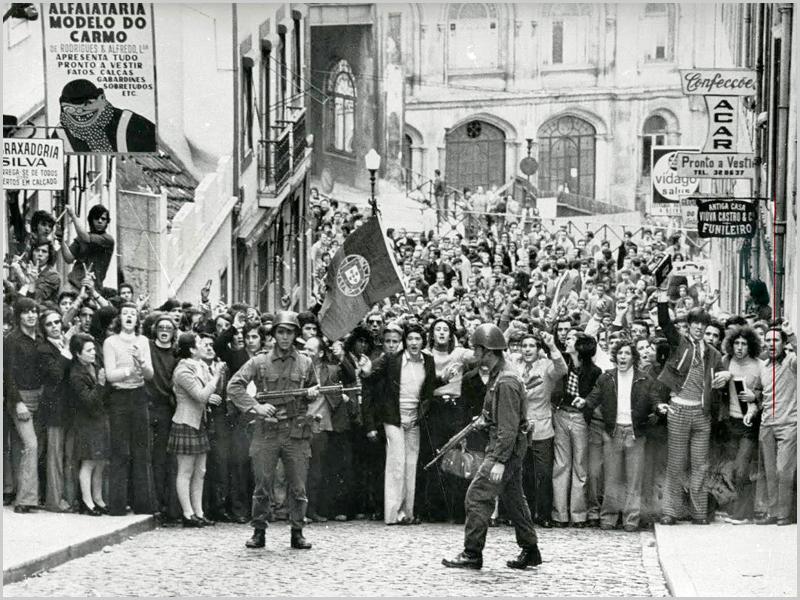 Povo saiu à rua no dia 25 de Abril de 1974