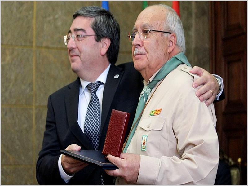 Presidente da Câmara Municipal da Covilhã - Entrega da Medalha de Mérito ao Chefe Bento.