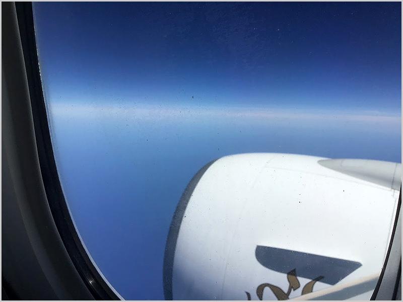 Escrevendo este encontro a bordo do Boeing da Emirates