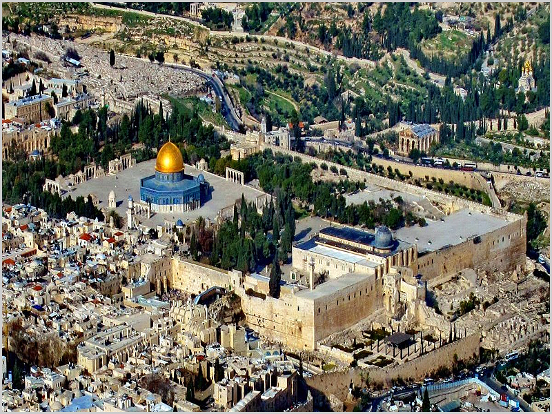Foto panorâmica do Monte do Templo de Jerusalém (incluindo os templos muçulmanos da Mesquita de Al-Aqsa + Domo da Rocha)