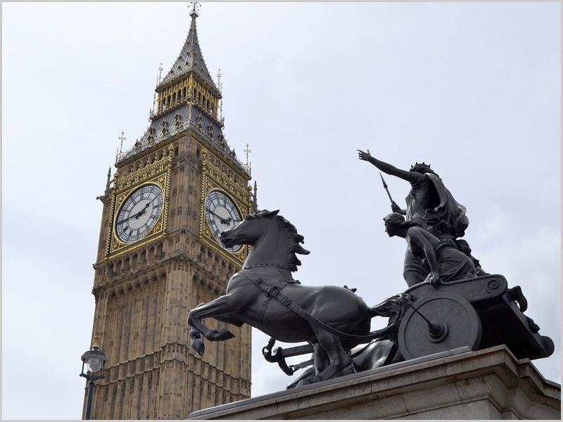 Estátua de Boudica junto aos palácios de Westminster