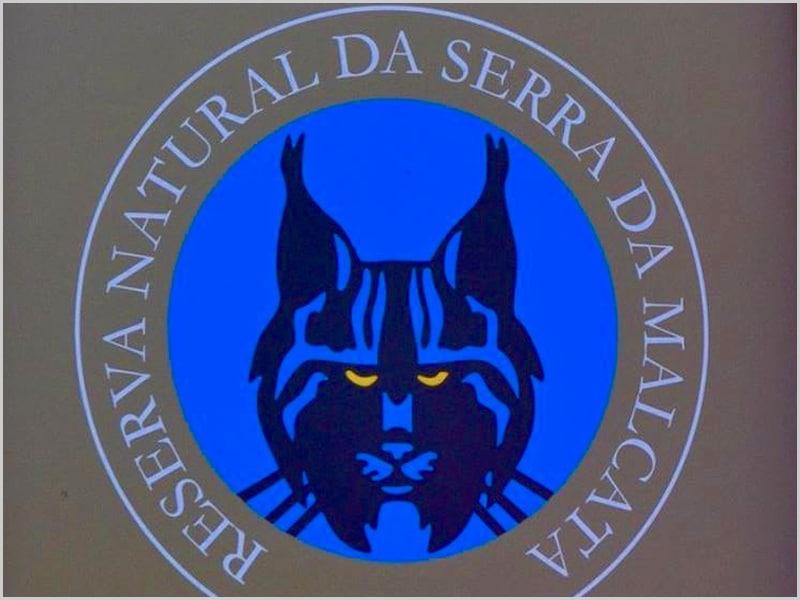 Uma das muitas placas que se encontram nos múltiplos e diversos acessos à Reserva Natural da Serra da Malcata