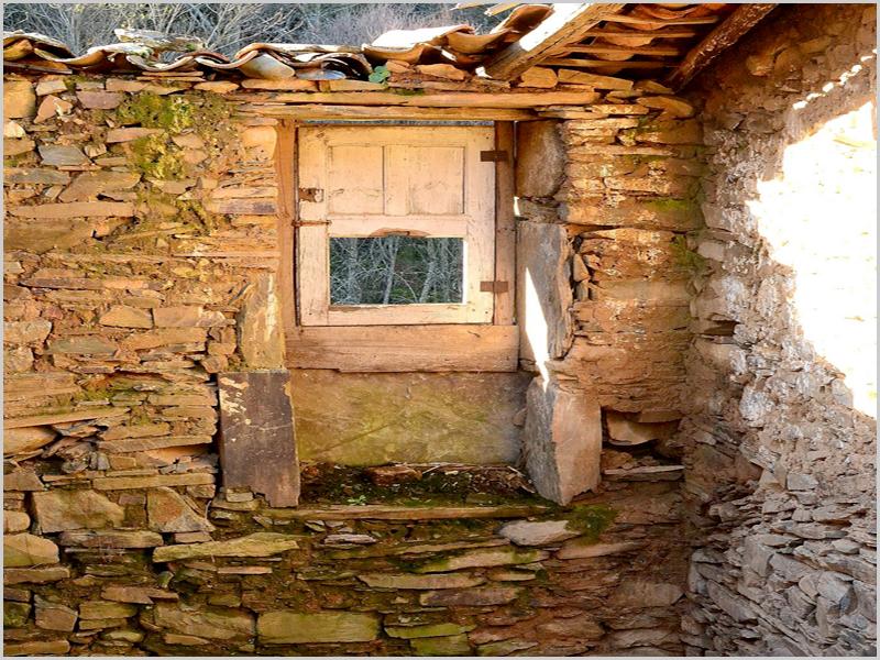 Casas ao abandono na Serra da Malcata