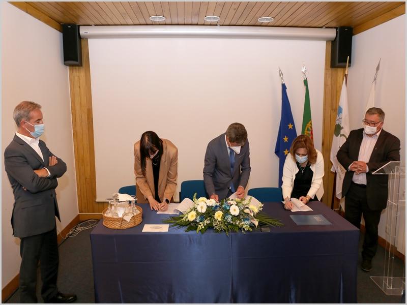 Assinatura do protocolo