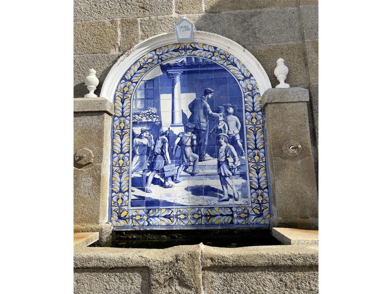 Painel da fonte do Adro da Igreja de Vale de Espinho
