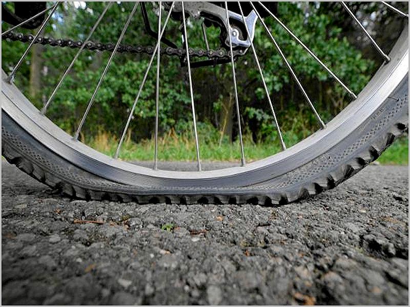 Furo no pneu da bicicleta