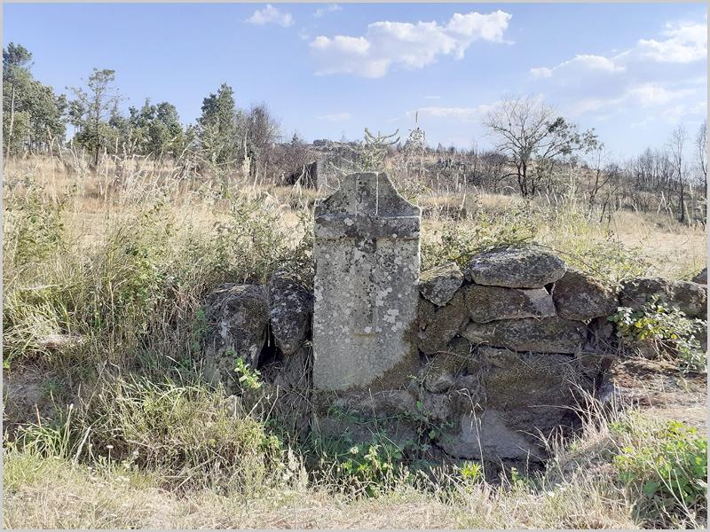3 – Portela I em Sortelha – Bloco granítico que faz parte de uma parede