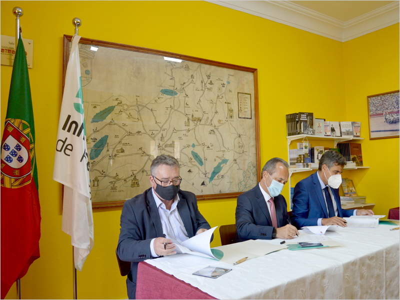 Assinatura do Acordo de Gestão entre António Robalo (CM Sabugal), António Laranjo (IP) e Carlos Chaves Monteiro (CM Guarda)