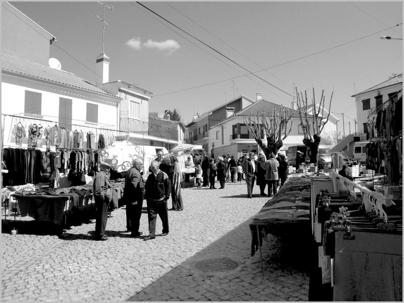 Mercado em Quadrazais (foto: facebook Quadrazais)