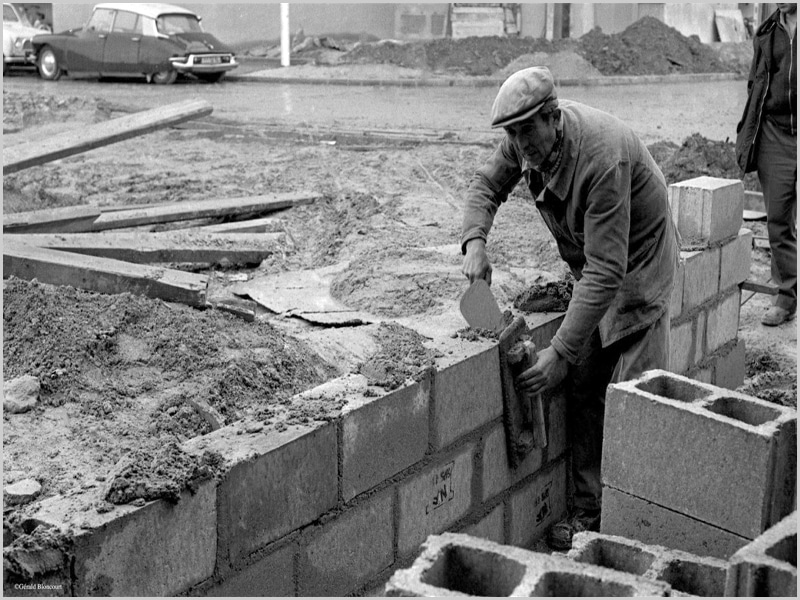 O primeiro trabalho deste seu amigo, o Balé na construção civil em Paris (foto original: Gérald Bloncourt)