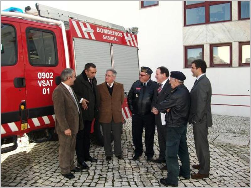 A entrega das chaves pelo então Diretor de Recursos da ANPC, com a presença do Governador Civil da Guarda Santinho Pacheco, Codis e Comandante Bogas