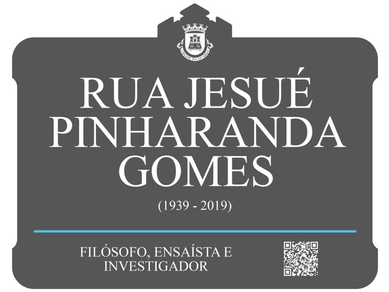 Placa da Rua Jesué Pinharanda Gomes na cidade da Guarda