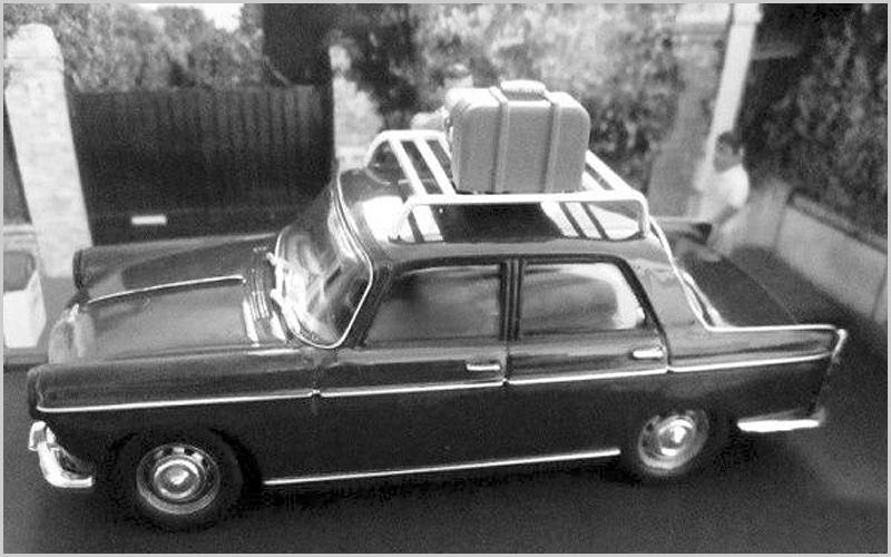 Peugeot 404 carregado para a longa viagem até França