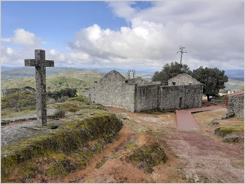 Cruzeiro e Igreja da Misericórdia: Este espaço foi a última morada de muitas crianças expostas