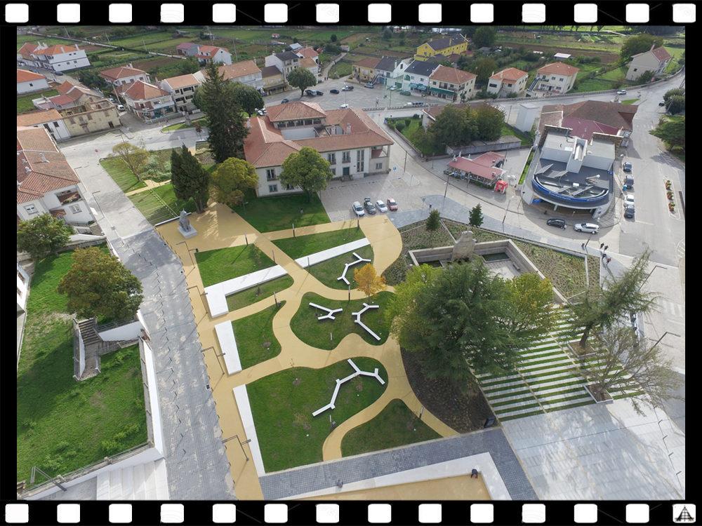 Largo da Fonte no Sabugal após as obras de requalificação (imagens de drone: Armando Robalo)