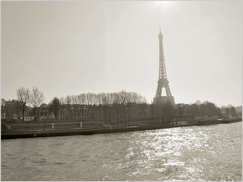 Destino: Paris, França (na foto a emblemática Torre Eiffel)